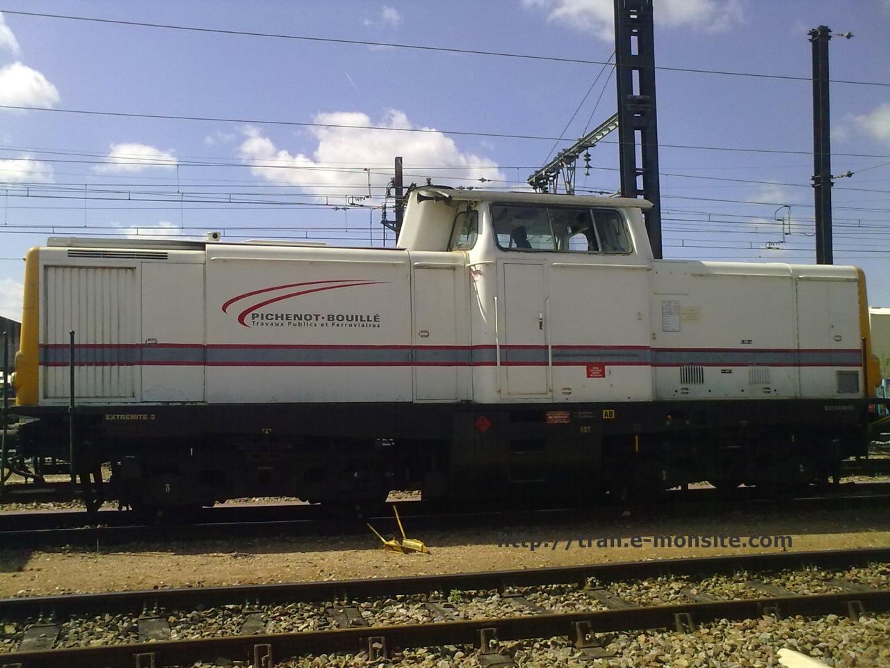 Locomotive V 211  Pichenot Bouillé en gare de Saint Pierre des Corps