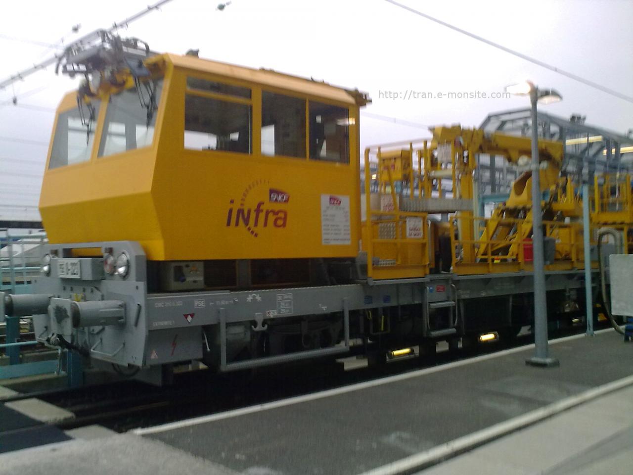 Train de l'Infra au dépôt