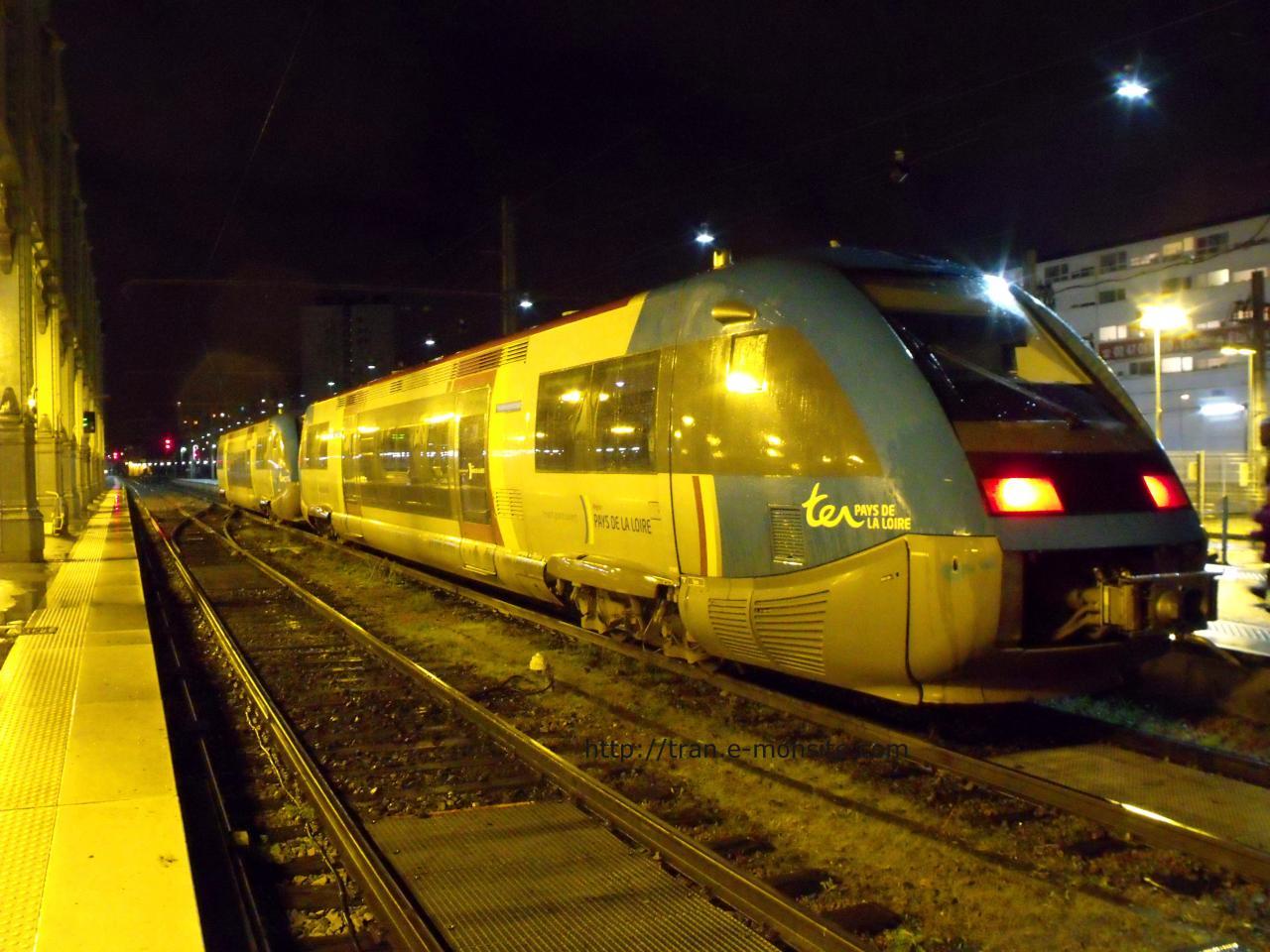 Autorail diesel X 73500 en livrée Pays de la Loire