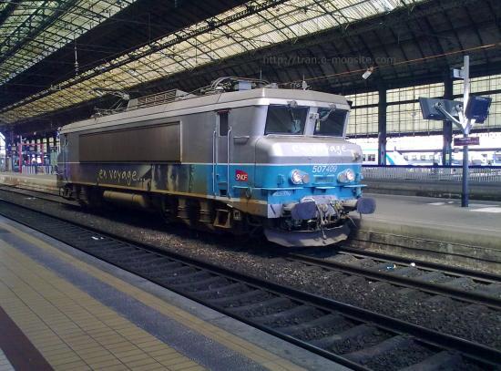 """BB 7409 en livrée """"en Voyage"""" en gare de Bordeaux"""