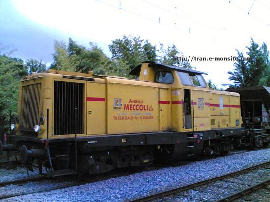 Locomotive V211 de chez MECCOLI en tête d'un train de chantier sur la ligne Bordeaux/Pointe de Grave