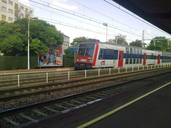 RER D de passage en gare de Maison Alfort
