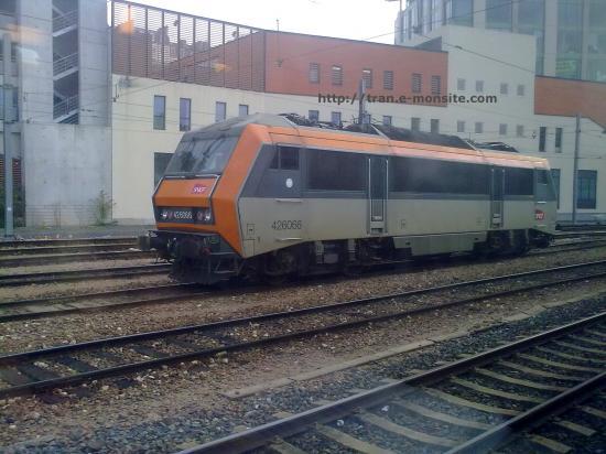BB 26066 stationnant en gare de Poitier