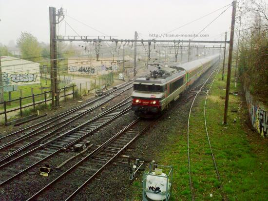 BB 15000 en tête d'un train corail Téoz arrivant à Bordeaux
