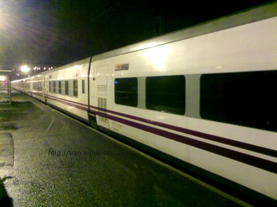 Train Talgo en gare d'Angoulême pour relève de conducteur