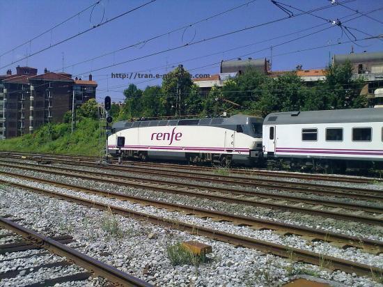 Train espagnole de la RENFE ce dirigeant en gare de Irùn