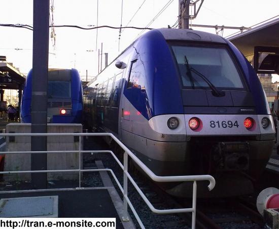 Autorails AGC B 81694 et Z 21510 en gare de Bordeaux