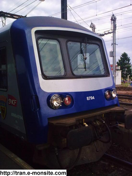 Autorail X 8794 en gare de Saint Pierre des Corps et à destination de