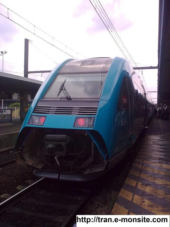 Autorail X 72557 en livré Pays de la Loire en provenance de Caen en ga