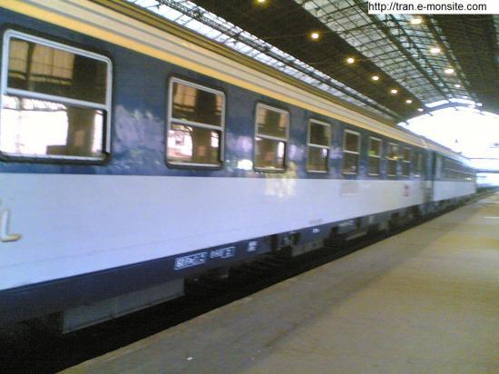 Wagons corail couchette en gare de Bordeaux St Jean