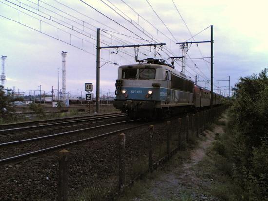 "BB 508613 en livrée SNCF ""en voyage"""