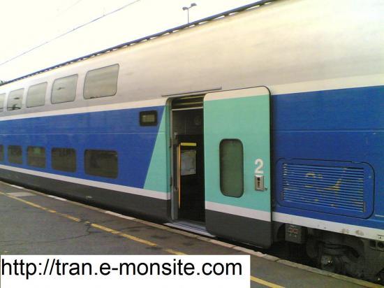 Rame 2 éme classe d'un TGV Duplex en gare de Saint Pierre des Corps