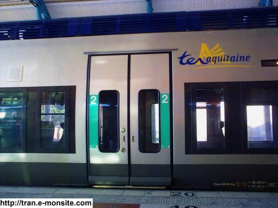 Porte 2éme classe AGC B 81677 fermé en gare d'arcachon