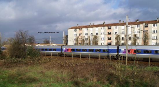 TGV Atlantique relooké par Lacroix arrivant à Bordeaux