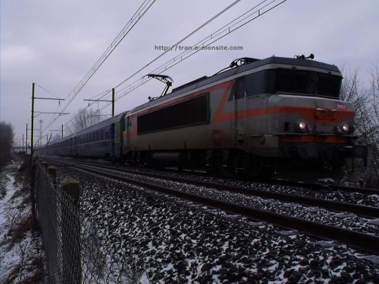 BB 7298 en tête d'un train corail Téoz sous la neige