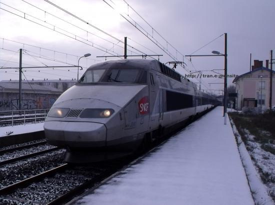 TGV Atlantique arrivant à Bordeaux sous la neige