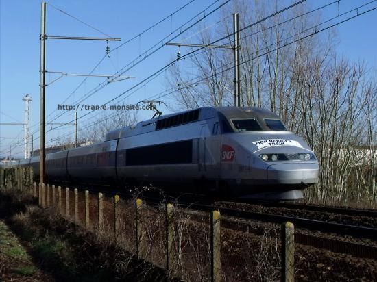 TGV Atlantique 397 quittant bordeaux et arborant la banderole de départ à la retraite du conducteur
