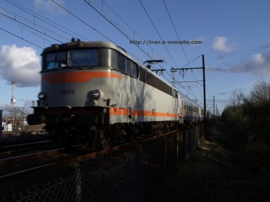 BB 9309 en tête d'un train corail