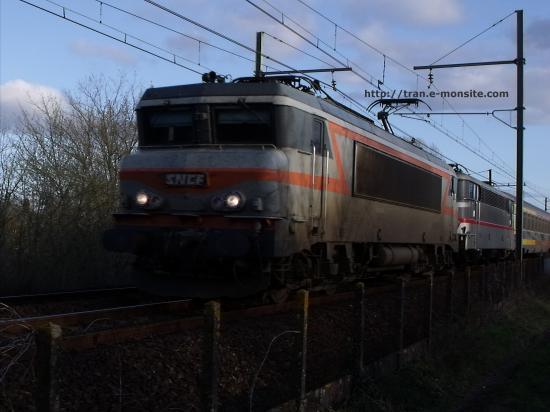 BB 7299 en UM avec la BB 9304 tractant un train corail Téoz