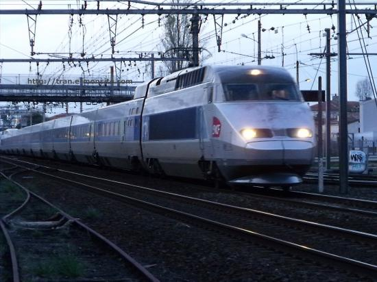 TGV Atlantique quitant Bordeaux en direction de Toulouse