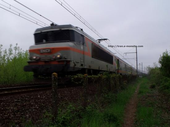 BB 7300 en tête d'un train corail Téoz arrivant à Bordeaux
