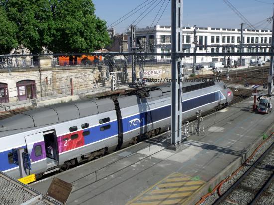 TGV attendant le départ en gare de Bordeaux