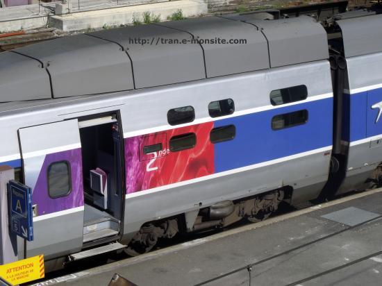 voiture 2nd classe d'un TGV Atlantique relooké par Lacroix