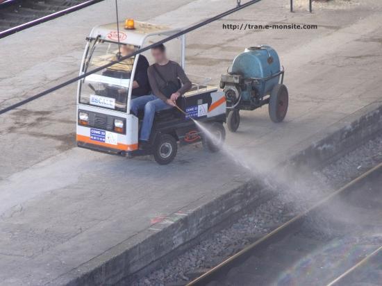 Desherbage en gare de Bordeaux