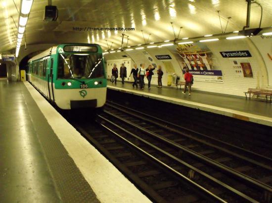 Métro de Paris ligne 7 station Pyramides