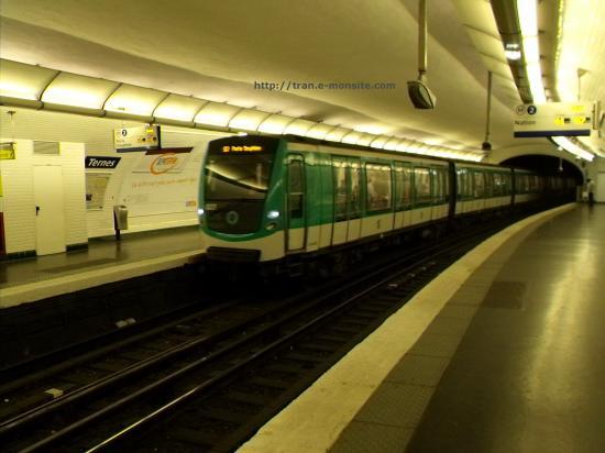 Métro ligne 2 station Ternes