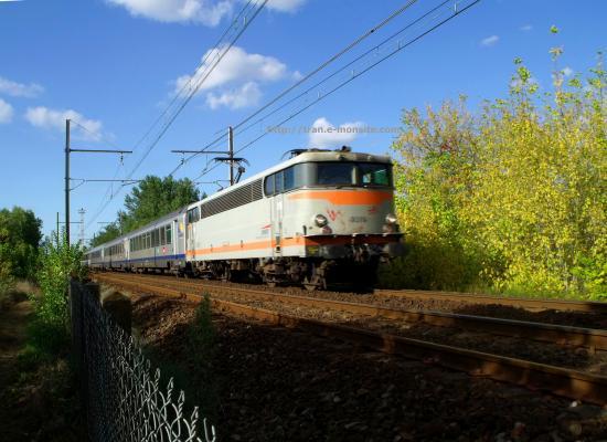 BB 9319 en tête d'un TER Aquitaine