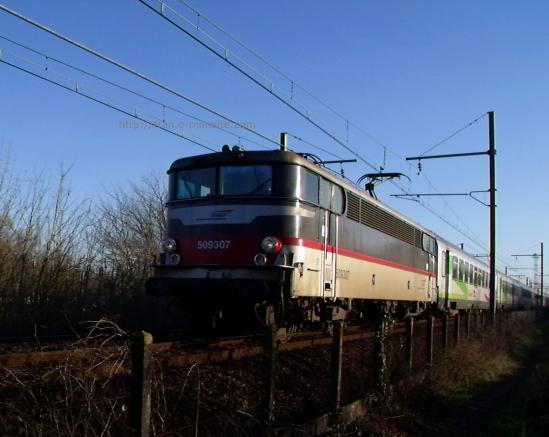 BB 9307 en tête d'un train corail intercité