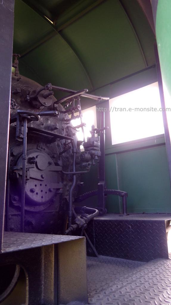 Poste de conduite ancienne locomotive vapeur au Costa Rica