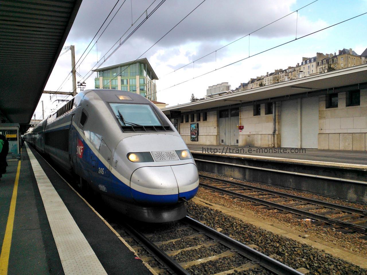 TGV Duplex en gare de Poitier
