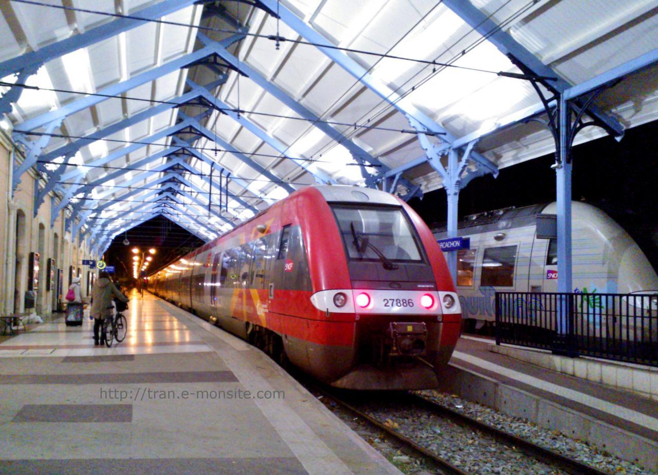 """AGC B en Livrée """" Vivre en LANGUEDOC ROUSSILLON """" en gare d'Arcachon"""