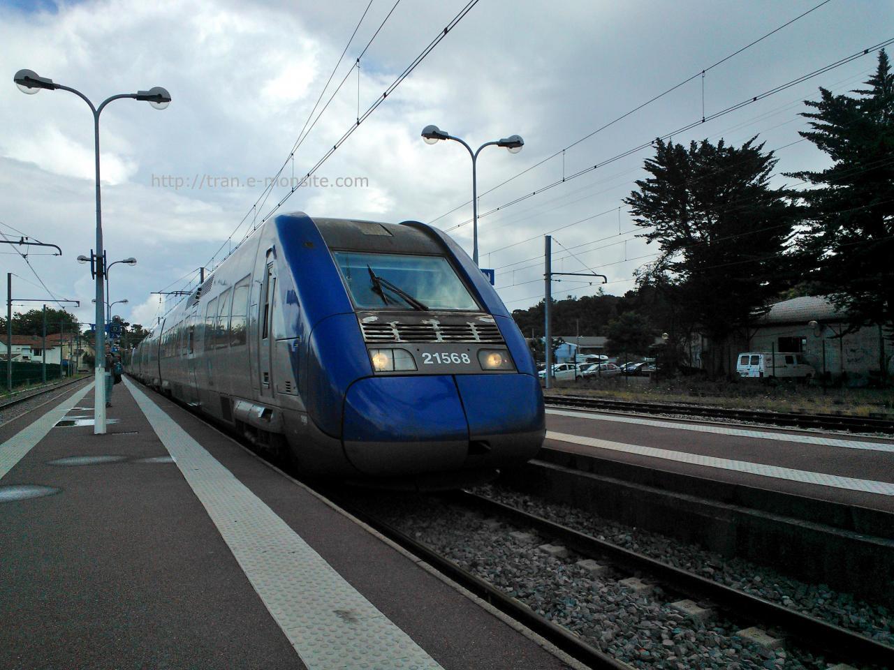 Ter aquitaine Z 21568 arrivant en gare d'Arcachon le 20/07/14