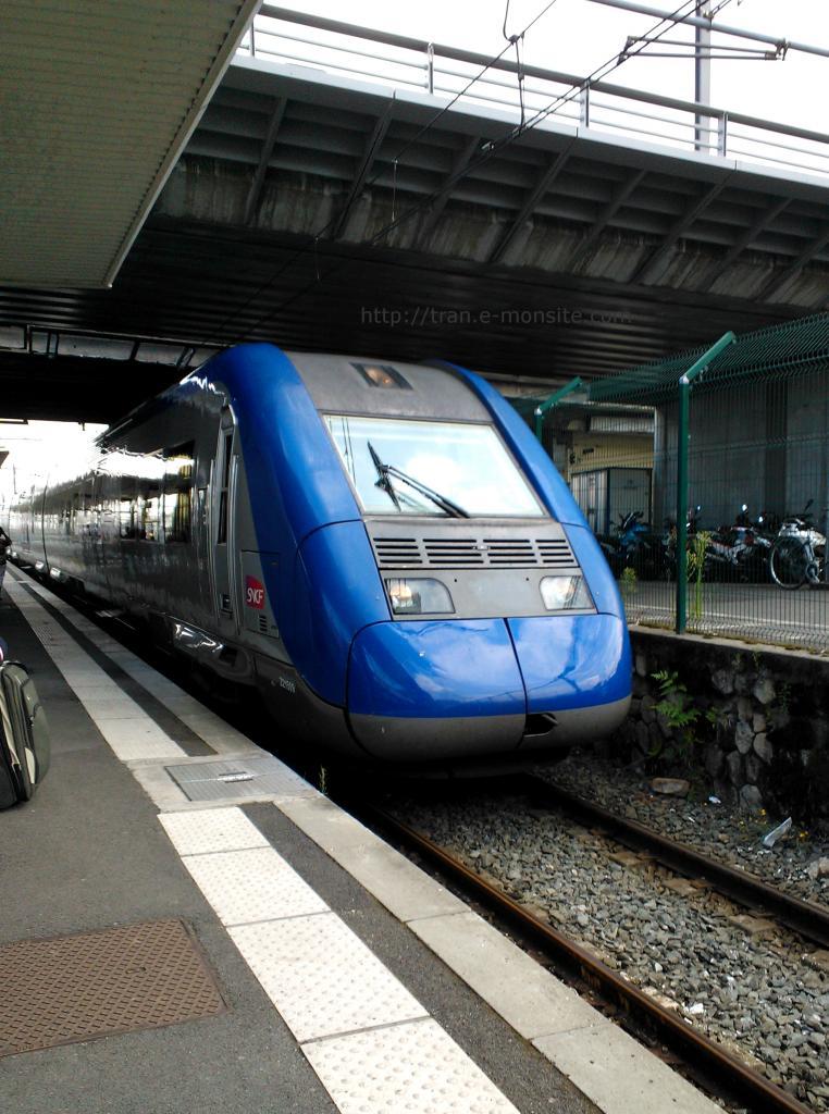 Ter aquitaine Z 21509 entrant en gare de Bordeaux le 8/08/2014