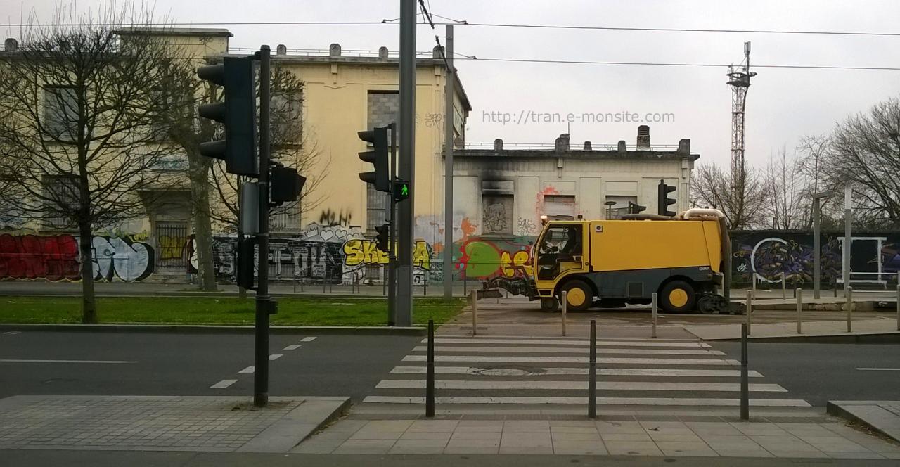 Balayeuse spéciale pour le Tramway de Bordeaux