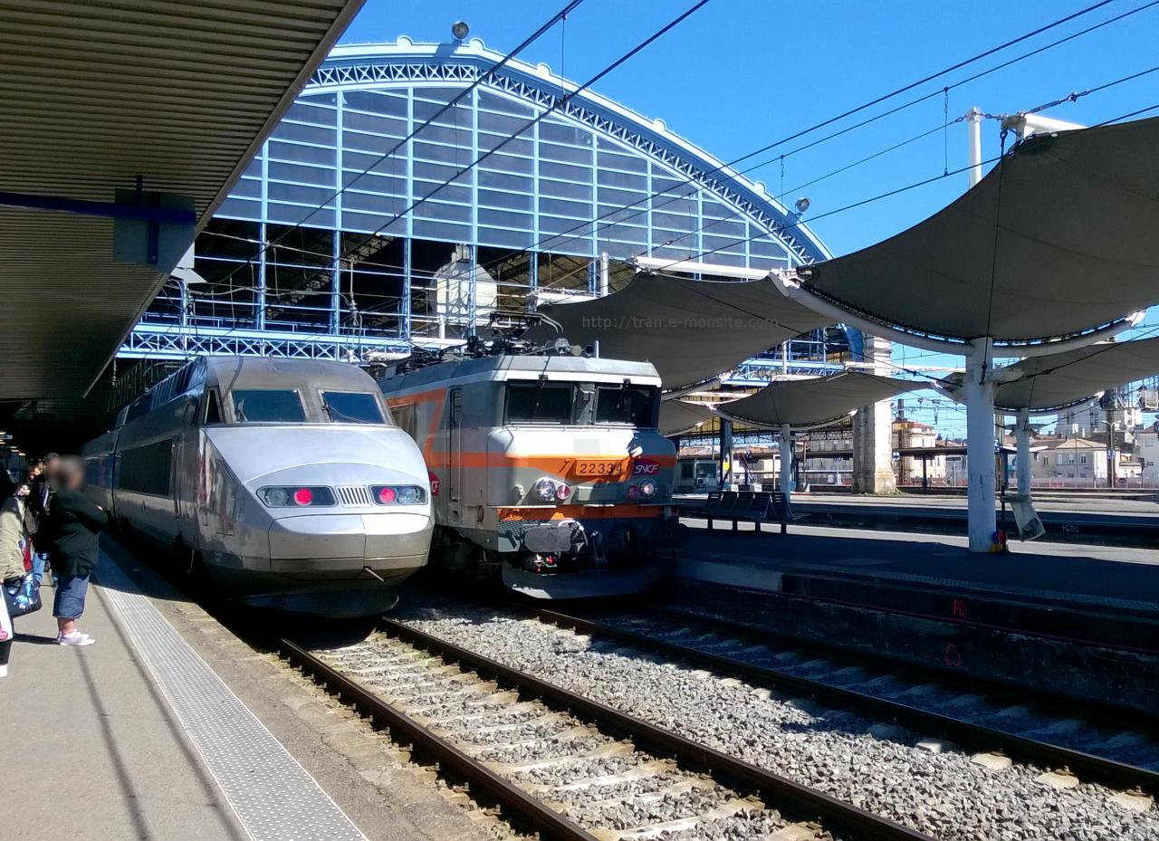 TGV Atlantique et BB 7334 en gare de Bordeaux