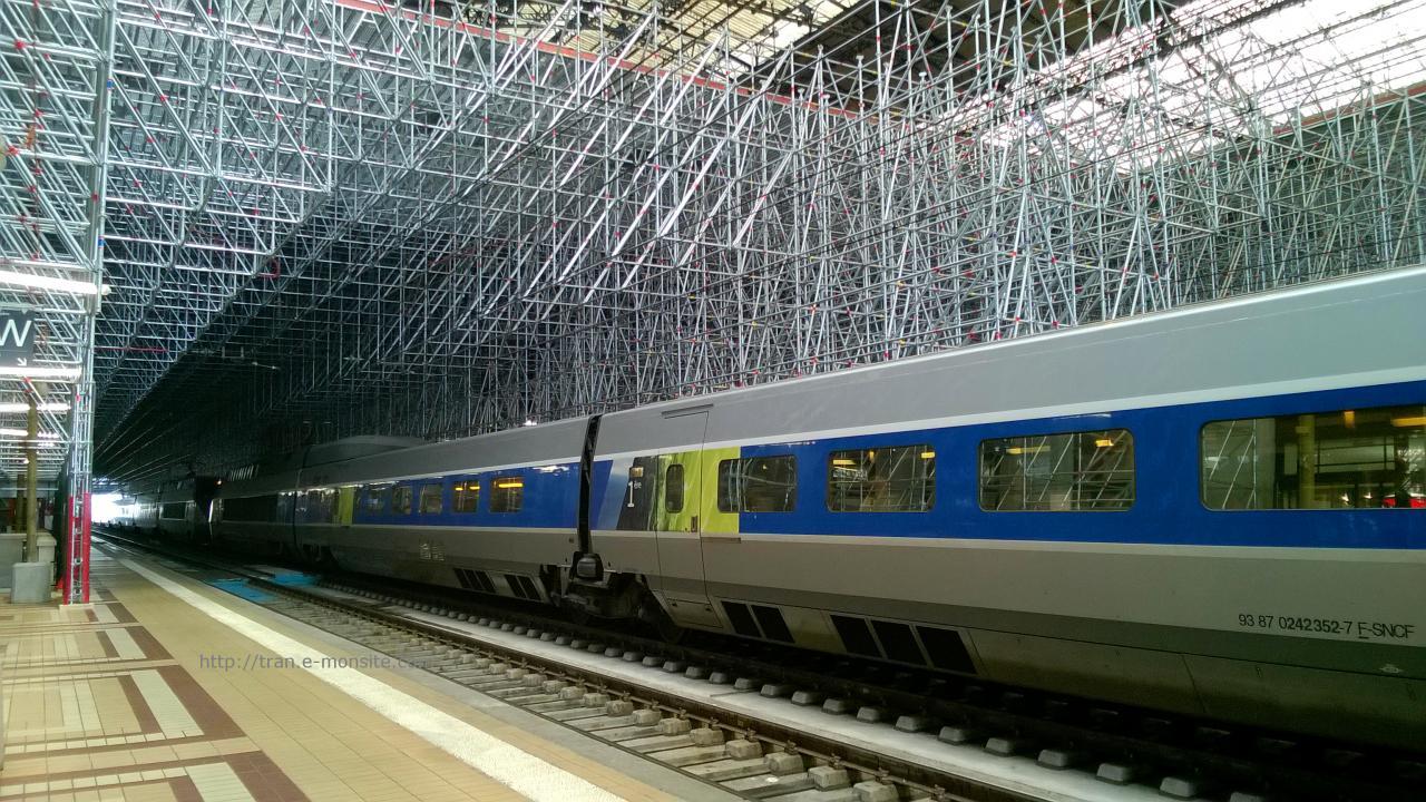 TGV en gare de Bordeaux sous les échafaudages