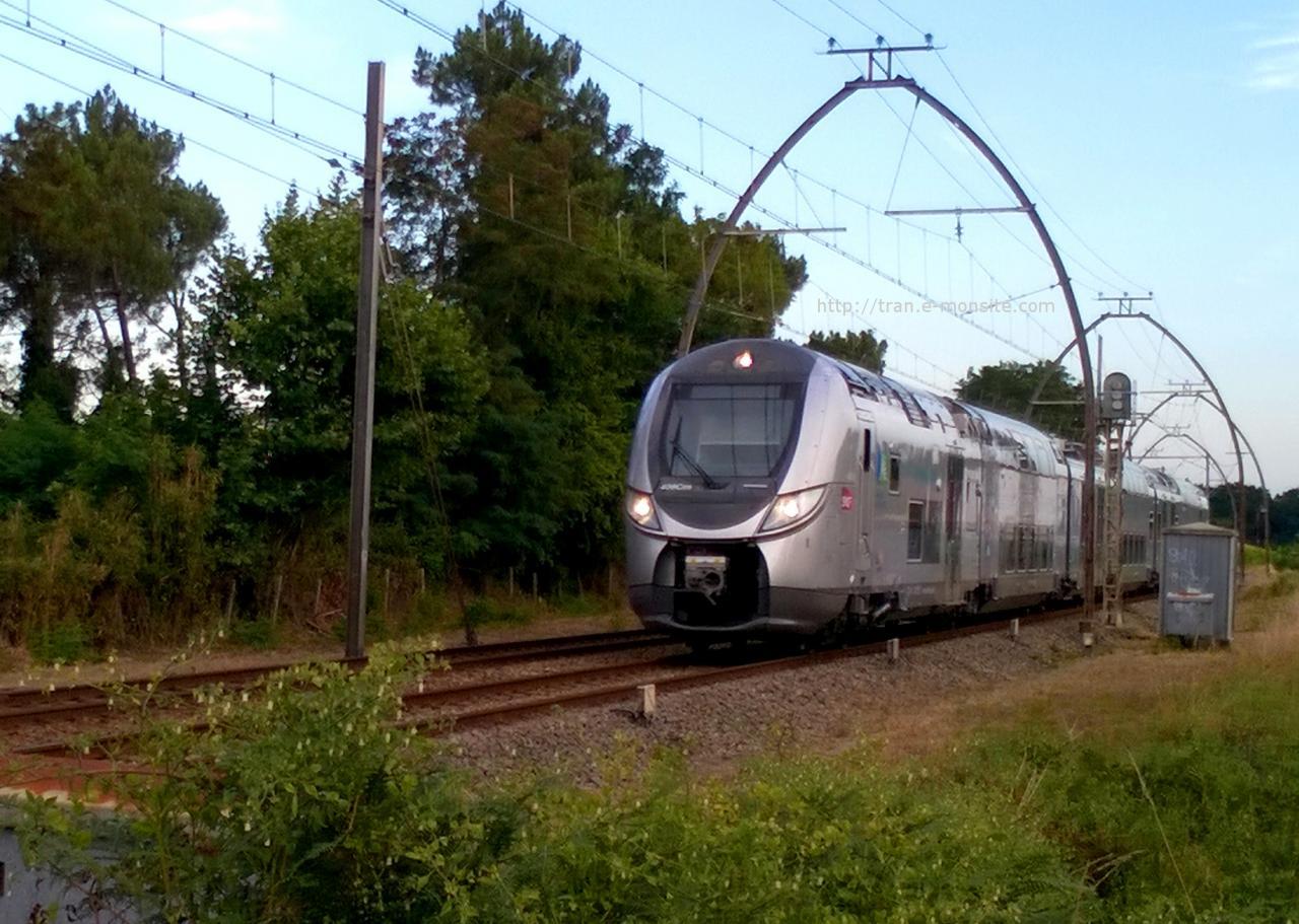 Autorail Regio 2N Aquitaine arrivant à Arcachon