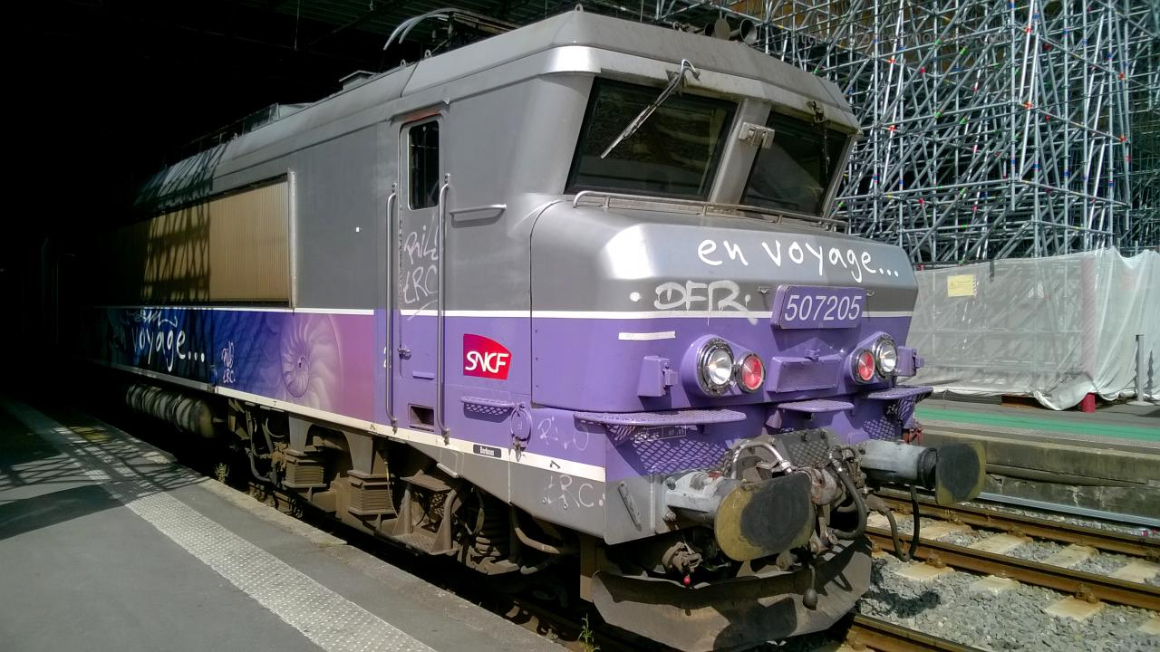 BB 7205 en livrée en voyage