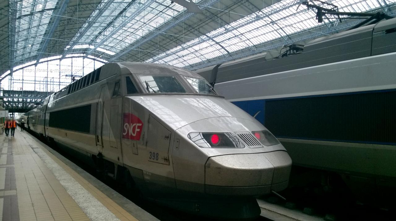 TGV Atlantique sous la verrière rénovée de la gare de Bordeaux