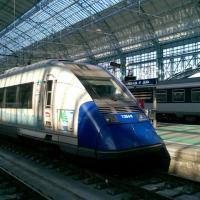Autorail X 72598 en gare de Bordeaux en livré Aquitaine
