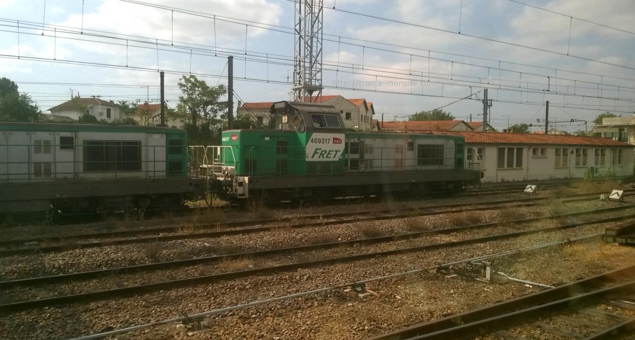 BB 69317 remorquant une autre BB 69000 en gare d'Angoulême