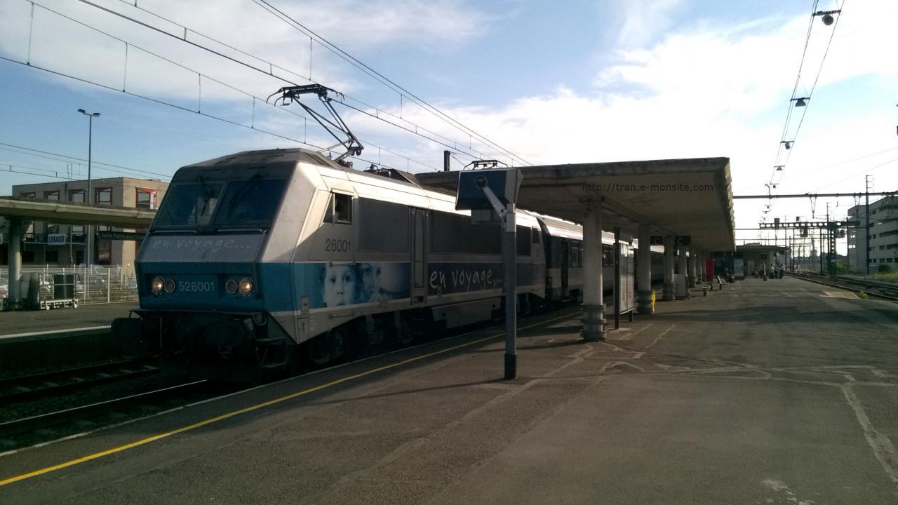 """BB 26001 """"en voyage"""" en tête d'une rame corail en gare de Saint Pierre des Corps"""