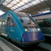 Autorail X 72548 en livré pays de la Loire en gare de Tours