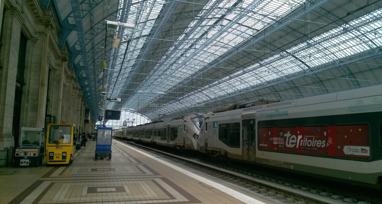 Autorails Régiolis en livrée Aquitaine en gare de Bordeaux