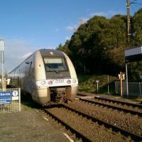 AGC B 81591 quittant la halte de Cubzac-les-Ponts