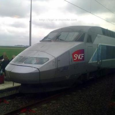 TGV Atlantique sur LGV après avoir heurté la caténaire arrachée